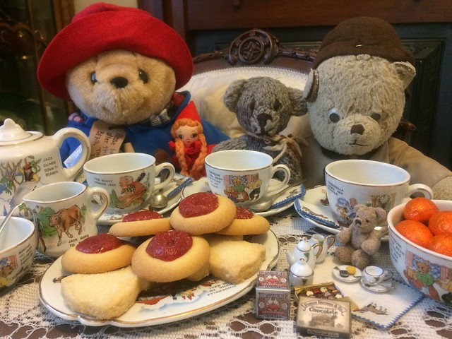 Paddington, Scout and Cousin Paddington Take Tea with Malachi