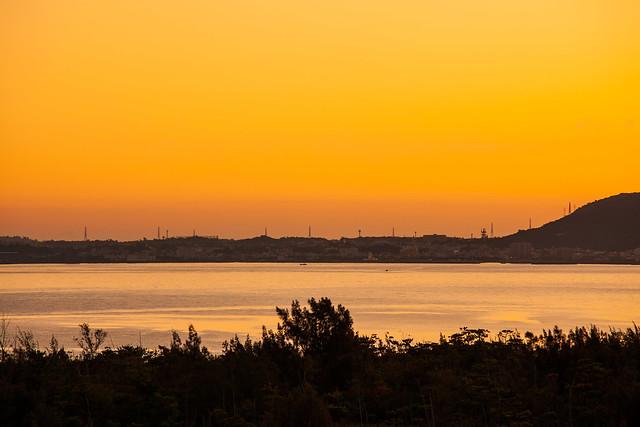 名護湾の夜明け