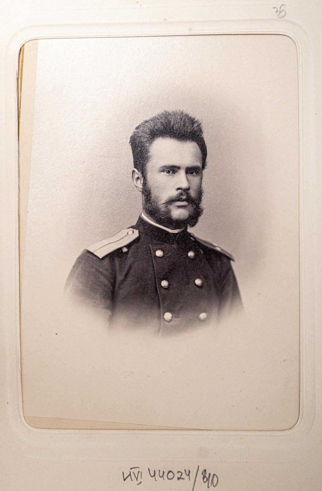Неизвестный офицер Измайловского полка (4)