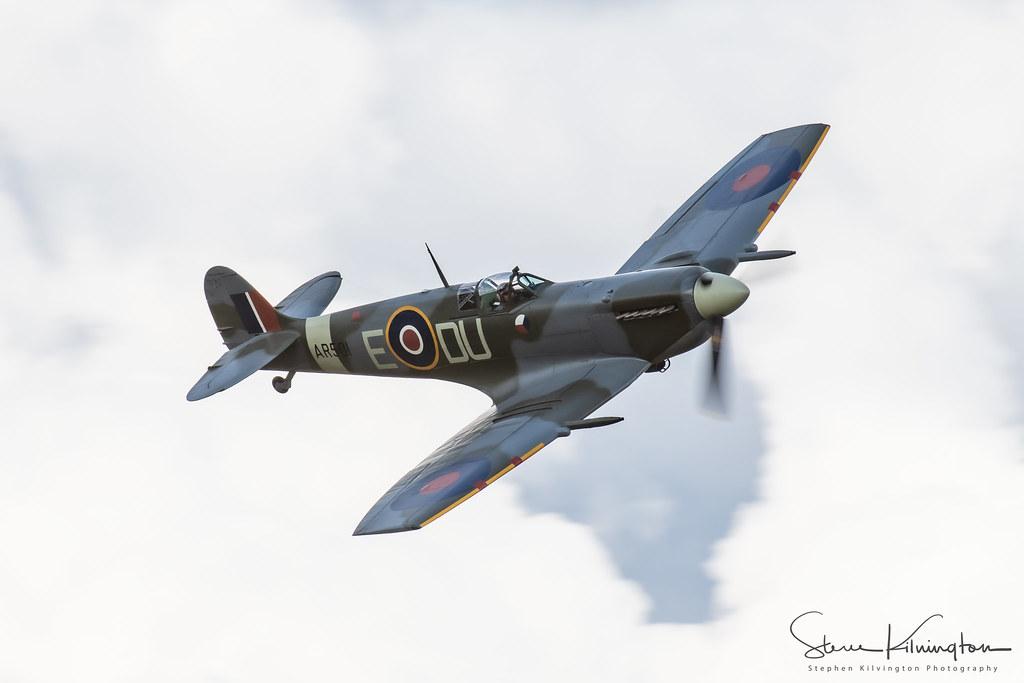 AR501 (G-AWII) - Vickers Supermarine Spitfire V
