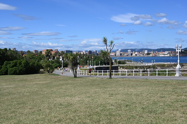 Des del parc a la ciutat i el mar/ Des de el parque al ciudad y el mar.