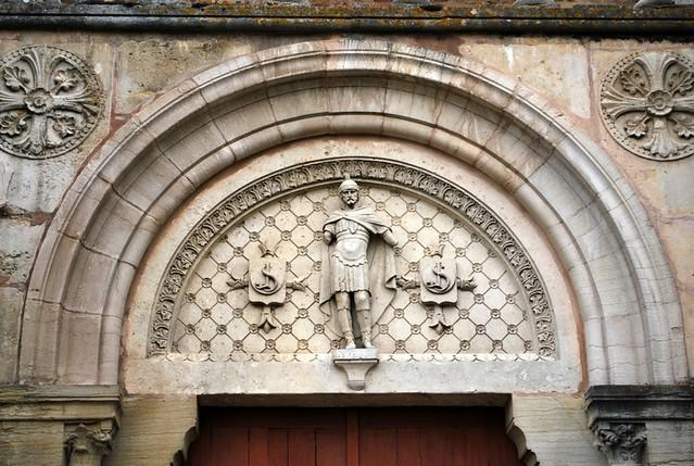 Davayé (71) : tympan de l'église Saint-Julien