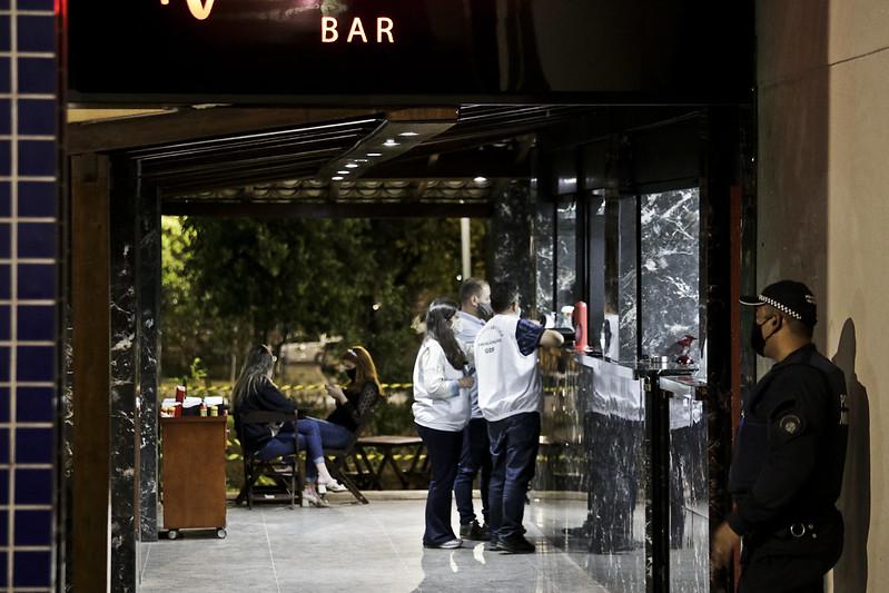 Mais de 400 ações fiscais em bares e restaurantes foram feitas em finais de semana
