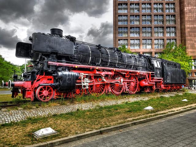 Braunschweig - Denkmal-Lok 01 1063 01
