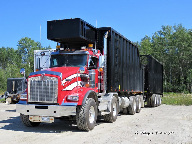 Kenworth T800 TS Compactor Truck TE46443 with Trailer AIM Recycling Timmins