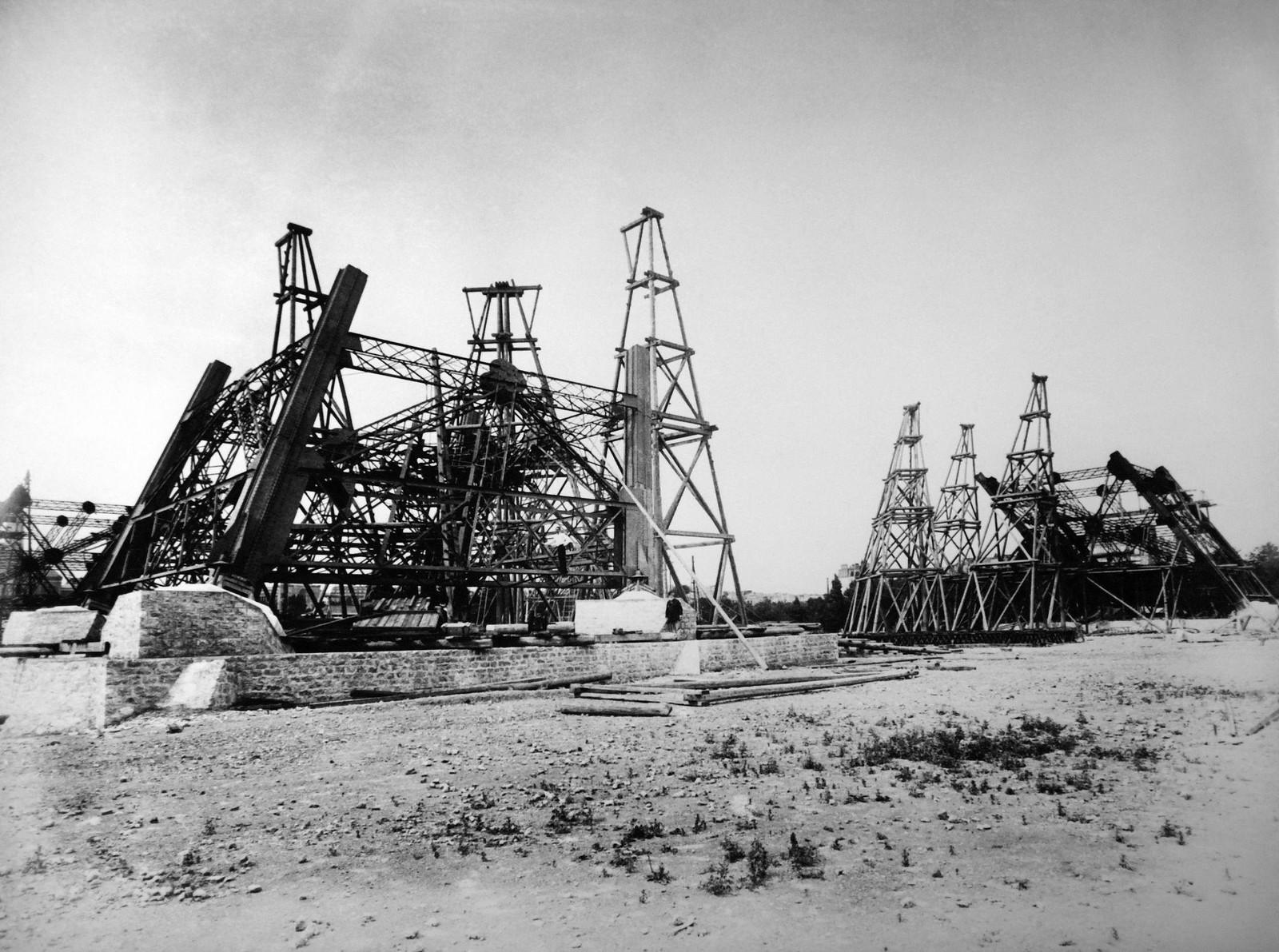 11. 1887. Эйфелева башня в процессе строительства