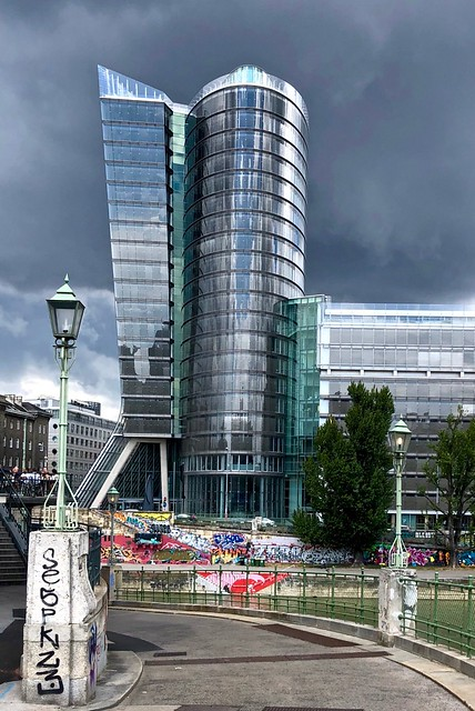 Looks like rain / UNIQA Tower / Wenen