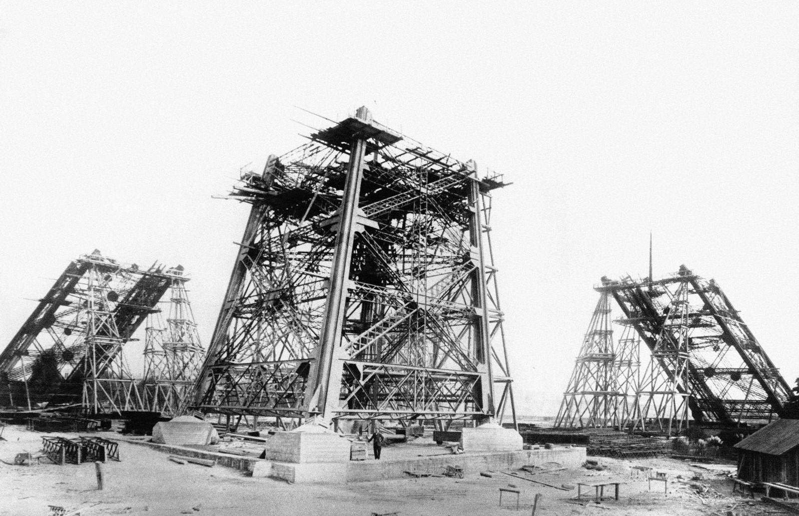 13. 1887. 30 октября. Строительство Эйфелевой башни