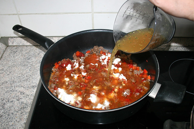 06 - Deglaze with vegetable broth /  Mit Gemüsebrühe ablöschen