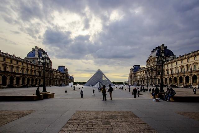 PARIGI. IL LOUVRE