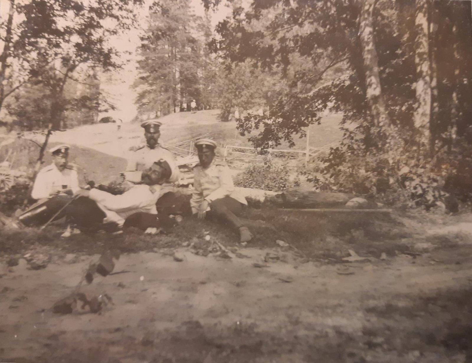 21. Чаепитие у леса