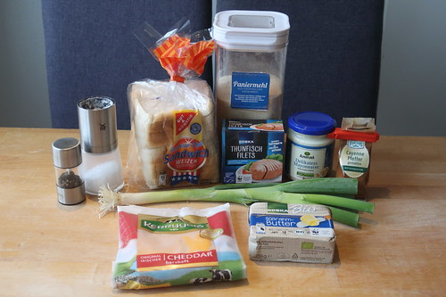 Zutaten für Easy Diner-Style Tuna Melts, also Heiße Thunfisch-Sandwiches auf Art us-amerikanischer Diners