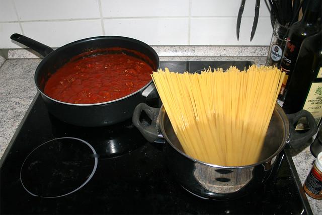 09 - Cook spaghetti / Spaghetti kochen