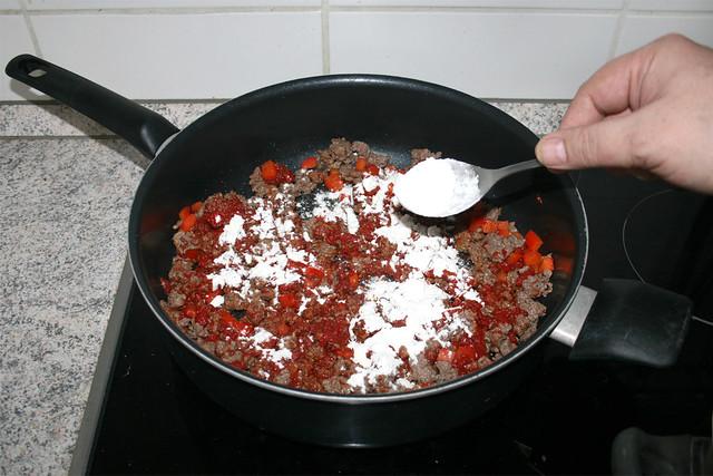 05 - Braise tomato puree & intersperse flour /  Tomatenmark andünsten & Mehl einstreuen