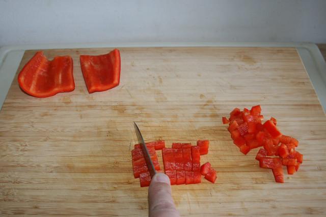 02 - Dice bell pepper / Paprika würfeln
