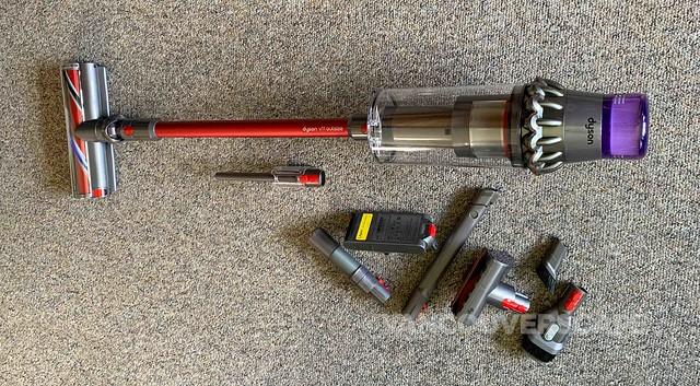 Dyson V11 Outsize Cordless Vacuum-2