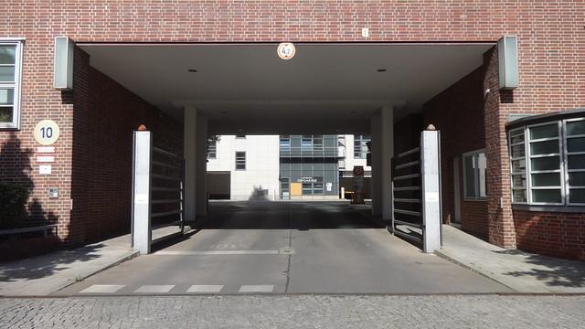 1927/28 Berlin Außenleuchten Toreinfahrt Verwaltungsgebäude AEG-Apparate-Werke von Ernst Ziesel Martin-Hoffmann-Straße 16-22 in 12435 Alt-Treptow