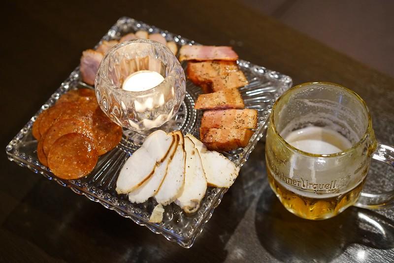 上野HAZE_燻製肉盛り合わせ01