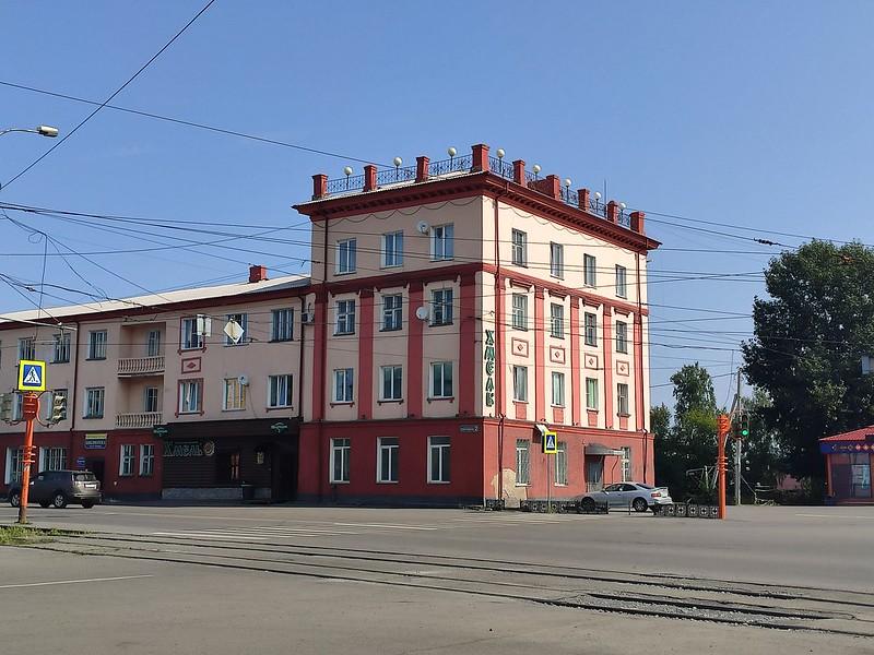 Прокопьевск - Здание на пересечение Комсомольской и проспекта Шахтеров