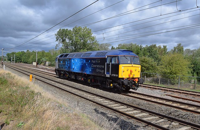 ROG Loco 47812, gleams in the sunlight as it passes Barham, on an 11.35 Norwich Crown Point - Colchester CSD Move. 26 08 2020