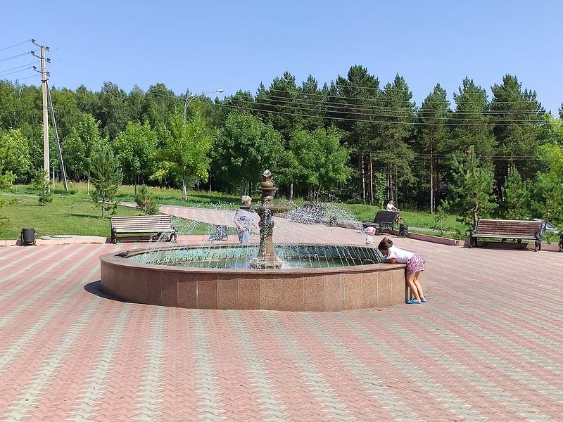 Прокопьевск - Фонтан у статуи Христа