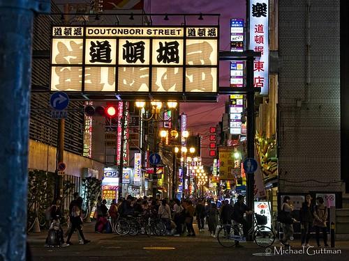 nightshot japan osaka doutonboristreet dotonboristreet doutonbori dotonbori touristarea streetscene street bluehour people crowded lights signs