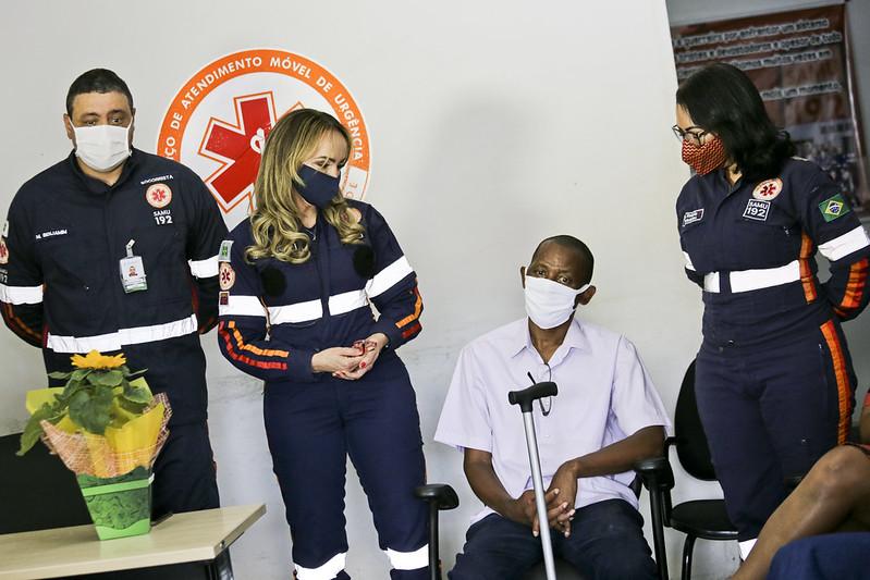 Emoção marca encontro entre Samu e família de paciente salvo por equipe
