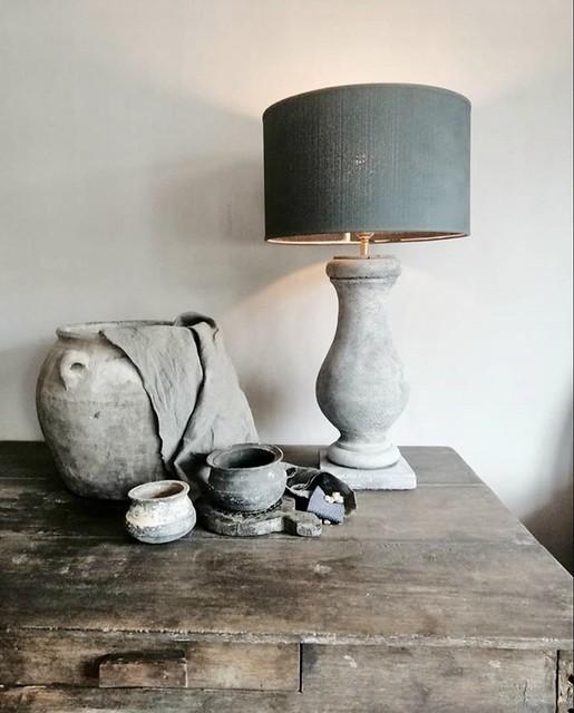 balusterlamp grijs linnen doek tuimelpotjes