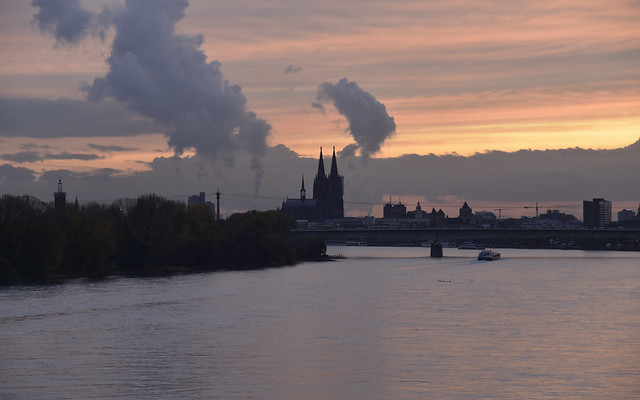 Am Rhein in Mülheim; Köln, NRW (38)