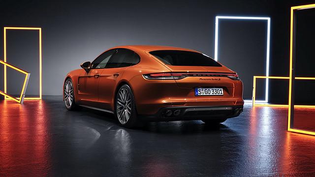 2021-Porsche-Panamera-18