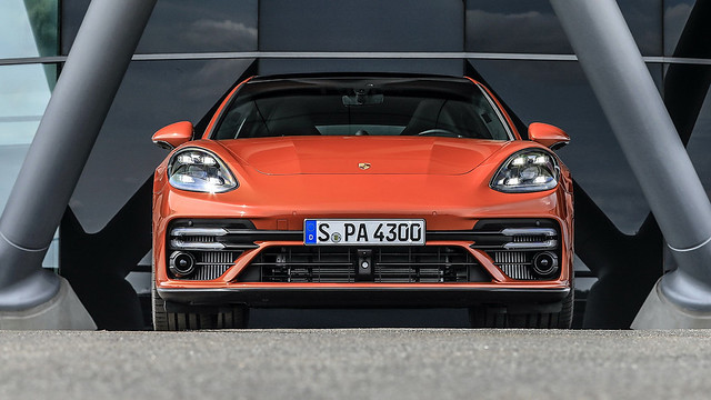 2021-Porsche-Panamera-14