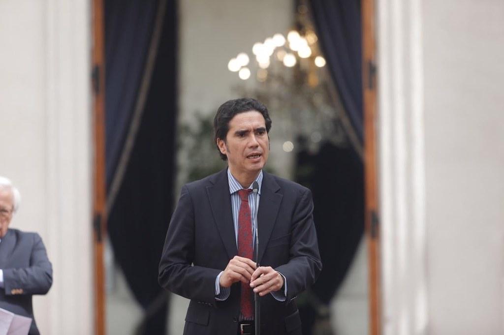El día en que el economista Ignacio Briones defendió las AFP en televisión abierta