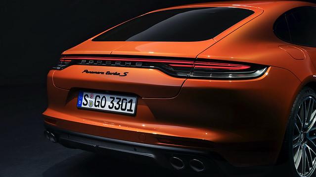 2021-Porsche-Panamera-19