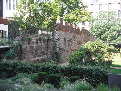 Salters' Garden with large piece of the Wall SWC Short Walk 47 - The London Wall