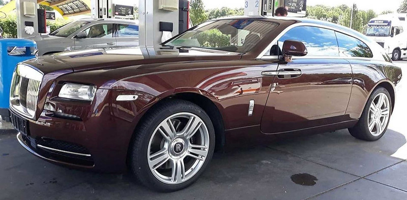 rolls-royce-shooting-brake-spied-uncamouflaged-front