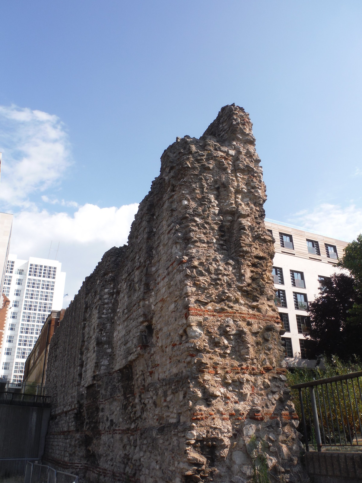 The Wall, Tower Hill SWC Short Walk 47 - The London Wall
