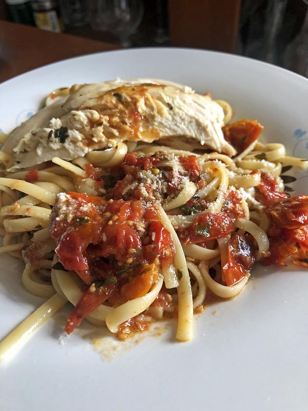 Roast chicken pasta (pâtes au poulet rôti et sauce aux tomates cerise)12