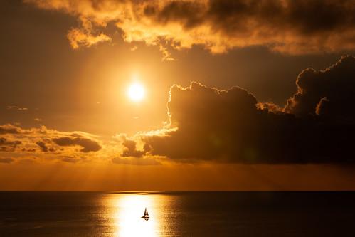 かりゆしビーチ 恩納村 名護市 沖縄 夕陽 夕焼け 日没 海 japan sunset sea