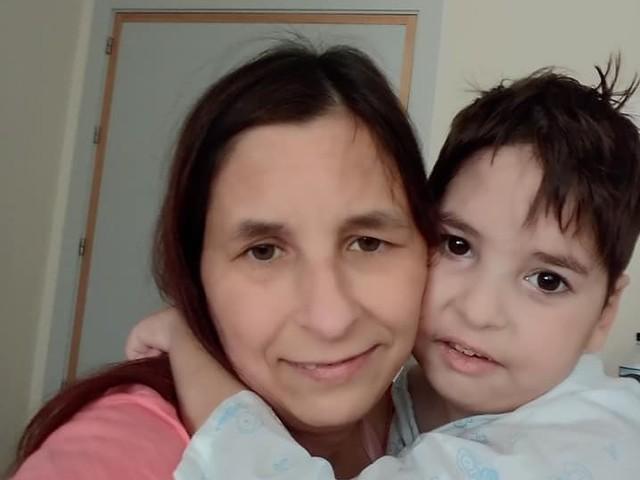 Sara Casas y su hijo Emilio