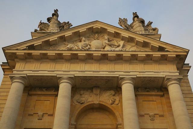Palais des Ducs et Etats de Bourgogne - fronton côté Cour de Bar