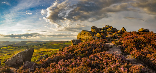 peakdistrict sunset hopevalley heather overowlertor evening august moorland outcrop rocks tor millstonegrit panorama