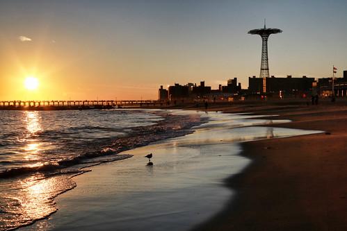 usa nyc newyorkcity brooklyn coneyisland sea seascape seaside beach sand borddemer mer plage sable sunset sunsetlight coucherdesoleil canonef24105mmf4lisusm canoneos6d océan ocean pier jetée reflets reflection eau water gittersteigen