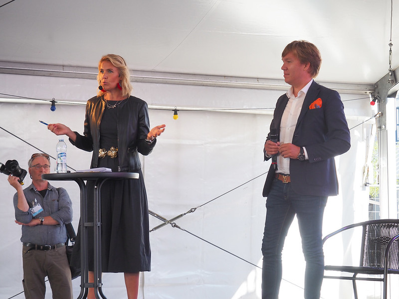 Uusimaan OP Koti julkaisi Q3 asuntobarometrin. Oikealla tapahtuman juontaja Ella Kanninen ja OP Koti Uusimaan tj Tuomas Tyrsky.