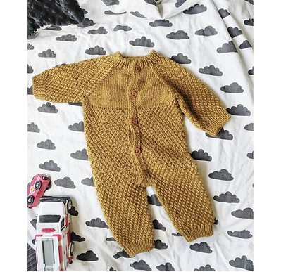 Another baby knit sleeper designed by Veronica (@xovee.knits) again based on the measurements of her son's 0-3 month size sleepers!