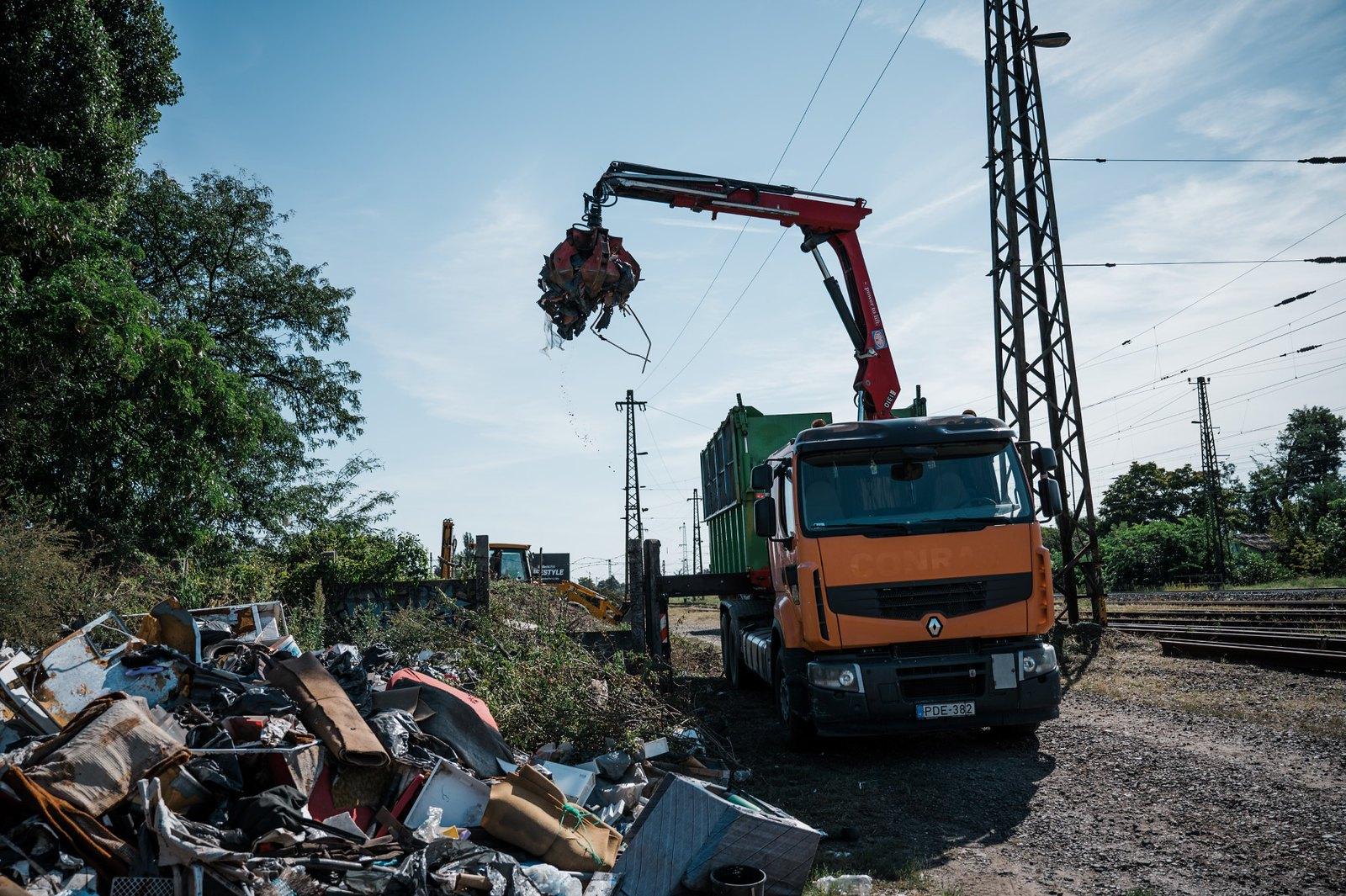 A vasútnál található illegális hulladéklerakók ellen küzd a MÁV