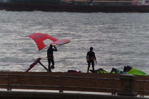 DEPORTES en una tarde lluviosa en la playa de EREAGA