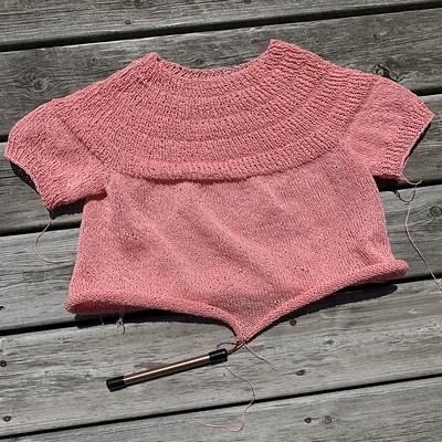 My Anker's Summer Shirt by PetiteKnit with the body on hold while I knit the sleeves first.
