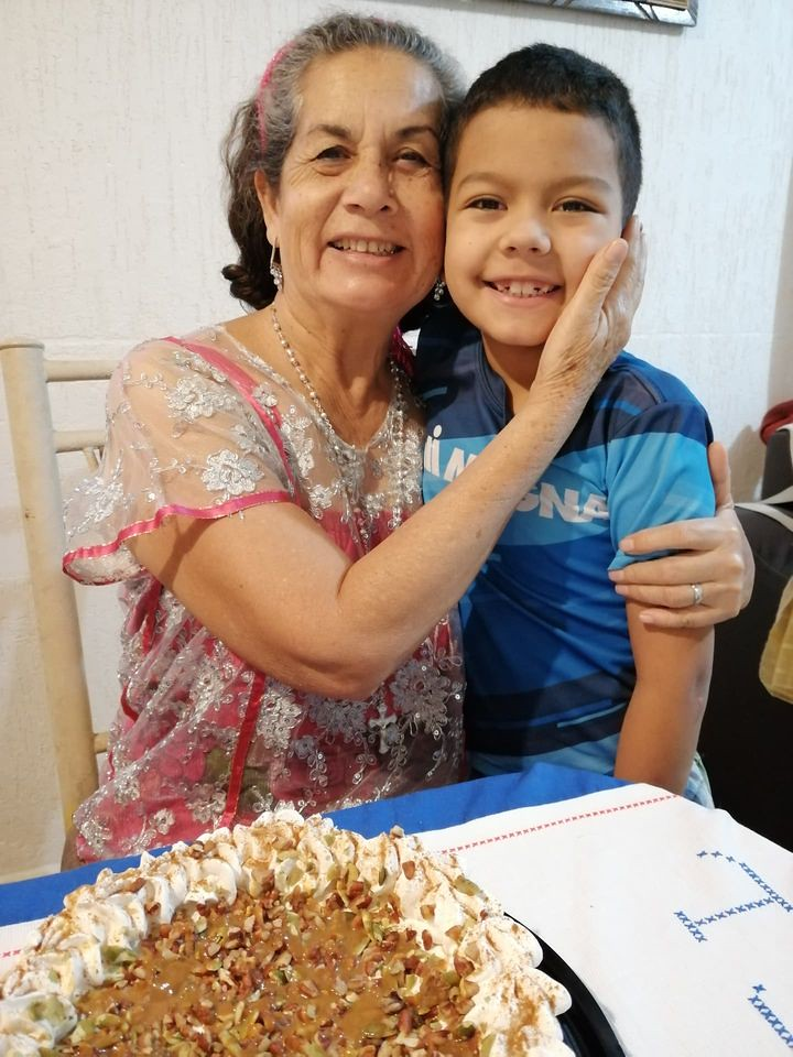 Festejan el Día del Abuelo a la distancia