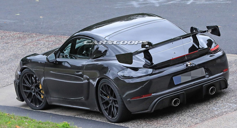 2021-Porsche-718-Cayman-GT4-RS-9
