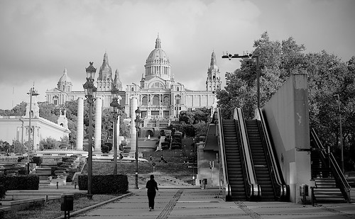 plaça plaza parc park parco montjuic montjuïc fountain fontaine fuente fontana city architecture column building columns palau palacio palace design diseño stairs sky cielo skyscape cloud clouds water agua acqua magic light shadow shadows show tree plant nature sunset atardecer people mono absoluteblackandwhite blackandwhite monochrome outside outdoor outdoors